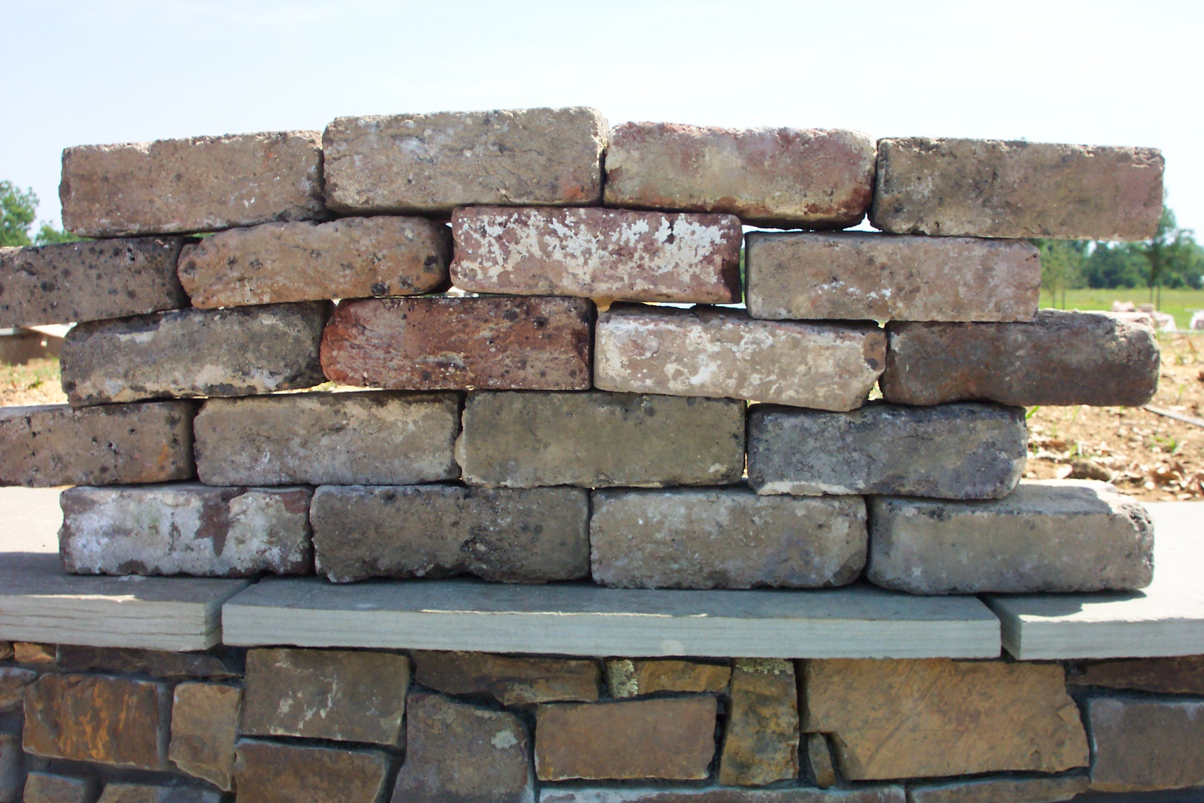 Rare historic and reclaimed bricks uses in today 39 s buildings for Uses for old bricks
